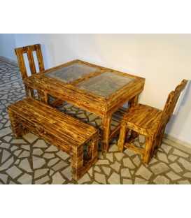 Σετ τραπεζαρίας με δύο καρέκλες και ένα παγκάκι από ξύλα παλέτας